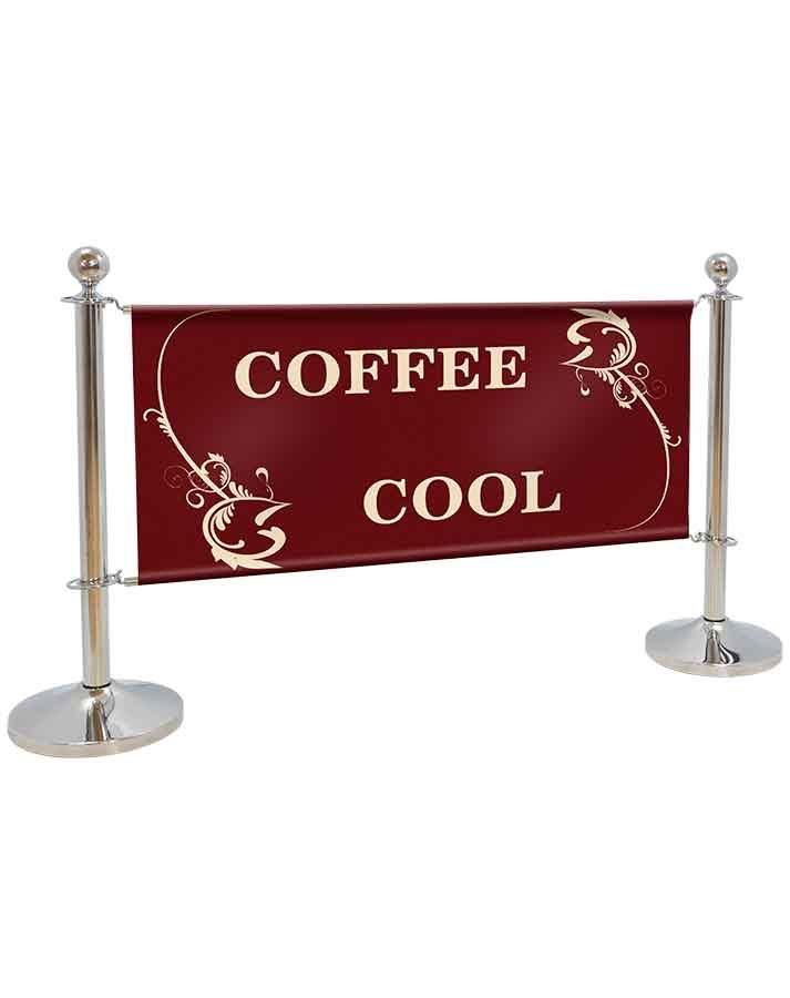 Barra cromada detalle en cafetería